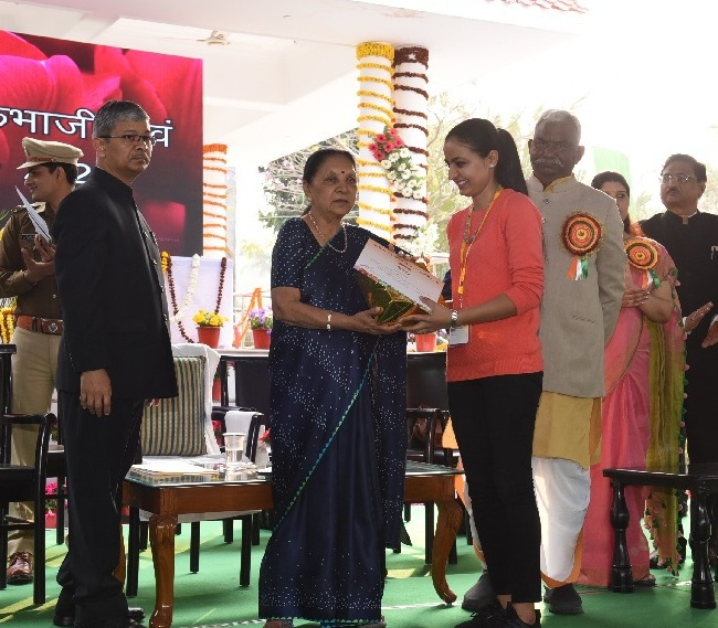 The Governor conferred the award and felicitated the winners of Flower Show.