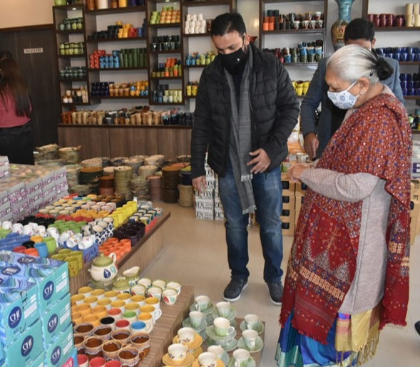 The Governor inspected Pottery Industry in Khurja.